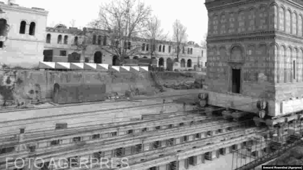 Teška 9.000 tona, pravoslavna crkva Mihai Voda bila je najveća zgrada koju je Jordakesku premjestio. Željeznički sistem koji je on razvio u Bukureštu bio je sličan onom koji su koristili čehoslovački inženjeri za premještanje crkve Uznesenja Marije u gradu Mostu, 1975.