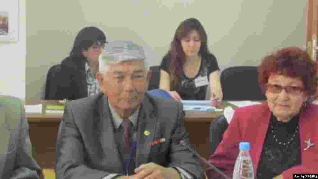 Конференциядә катнашучылар Равил Гыйлфанов, Клим һәм Рауза Садыйковлар