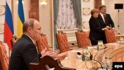 Під час переговорів у Мінську, 11 лютого 2015 року