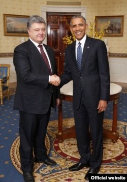 Президент України Петро Порошенко (ліворуч) і президент США Барак Обама. Вашингтон, 31 березня 2016 року