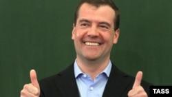 """Дмитрий Медведев выбрал двух новых губернаторов, чем удивил даже """"Единую Россию"""""""