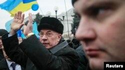 Премьер-министр Украины Николай Азаров на митинге партии Регионов