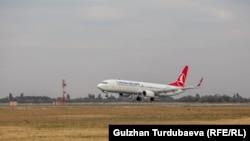 """""""Turkish Airlines"""" авиакомпаниясынын учагы."""