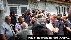 Протест за поддршка на изградба на црква Св. Констатин и Елена во Скопје. Стотици демонстранти протестираат пред зградата на општина Центар.