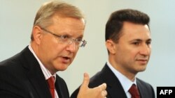 Премиерот Никола Груевски и еврокомесарот Оли Рен