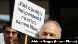 Gabriel Liiceanu participa la protestul studentilor de filosofie de solidarizare cu magistratii