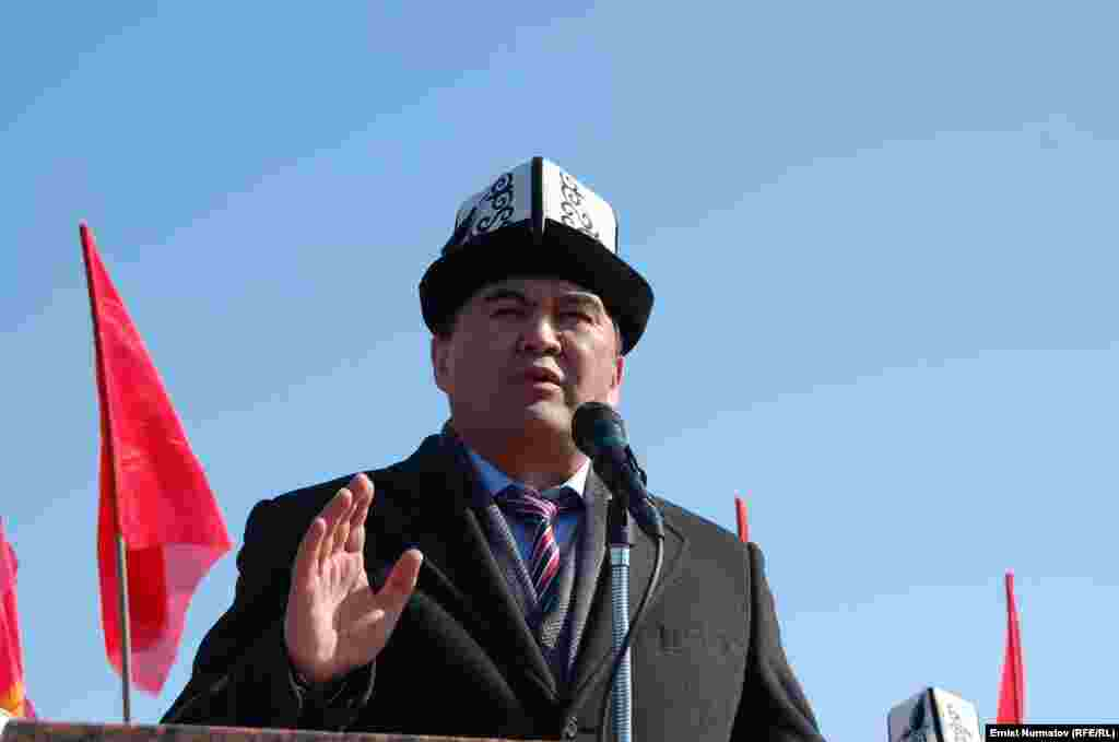 Ata-Jurt party leader Kamchybek Tashiev also addressed the rally.