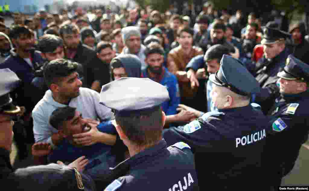Migrants scuffle with police as they try to block a road in front of the Miral refugee camp in Velika Kladusa, Bosnia-Herzegovina. (Reuters/Dado Ruvic)