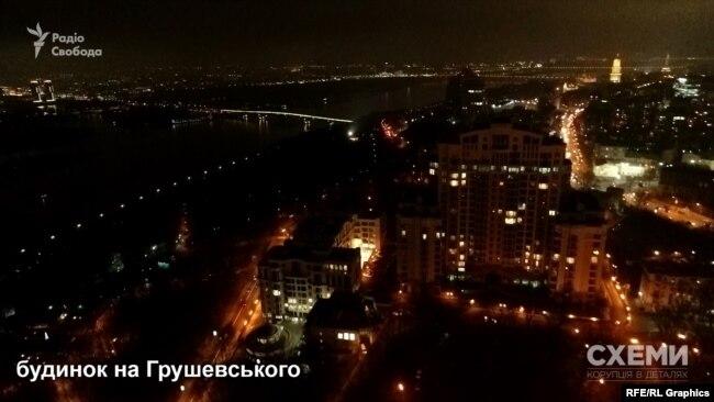 У будинку, де мешкає президент Зеленський, також живуть і найближчі соратники олігарха