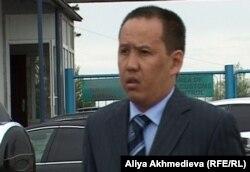 Специалист таможенного поста в Талдыкоргане Бекжан Калдаманов.