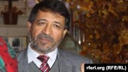 په افغانستان کې د سیاسي چارو پوه عزیز رفیعي