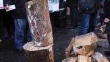 У Києві біля Верховної Ради рубають дрова – це та інше у відео за тиждень (відео)