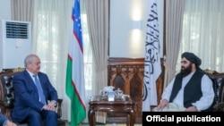 Глава МИД Узбекистана Абдулазиз Камилов во время встречи с исполняющим обязанности министра иностранных дел в правительстве талибов Амиром Ханом Муттаки. 7 октября 2021 года