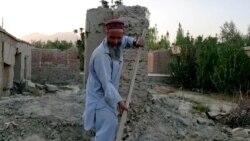 Hazatérés a romokhoz – újjáépíti otthonát egy idős afgán férfi