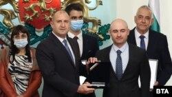 """Президентът Румен Радев връчва голямата награда """"Джон Атанасов"""" за 2021 г. на Венелин Тодоров"""