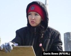 Александра Колесова, дочь Александра Барабанского, ведет подсчет оленей