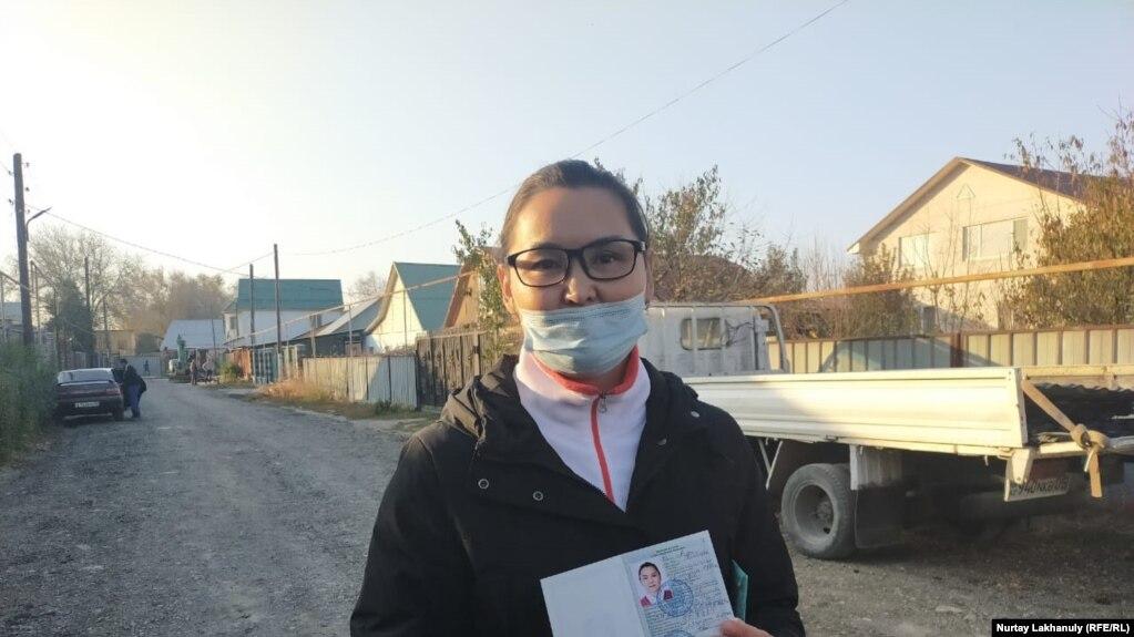 Кайша Акан после получения статуса искателя убежища. Алматинская область, 30 октября 2020 года.