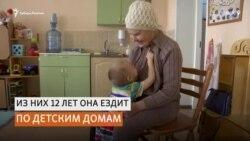 88-летняя бабушка из Томска вяжет для сирот из интернатов