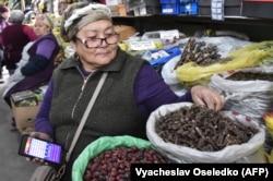 A Kyrgyz vendor sells the indigenous aconite root at a bazaar in Bishkek late last week.
