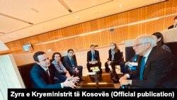 Kryeministri i Kosovës, Albin Kurti, gjatë takimit me përfaqësuesin e lartë të Bashkimit Evropian për politikë të jashtme dhe siguri, Josep Borrell. Bërdo, 6 tetor, 2021.