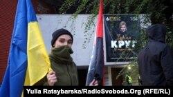 За словами активістів, співачка «розважала окупантів в анексованому Криму» й платить податки в Російській Федерації, з яких фінансується російська армія