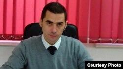 Aleksandar Savanović: Kao profesor i kao čovjek zaista mislim da je veličanje ratnih zločinaca neprihvatljivo i nekulturno i da to nije normalno ponašanje, ali smatram da je zakonsko sankcionisanje i narušavanje prava na slobodu govora neustavno prema članu 2 Ustava BiH