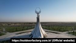 Источники говорят, что конструкцию Монумента независимости доставили в Узбекистан на 85 фурах и 16 самолетах.