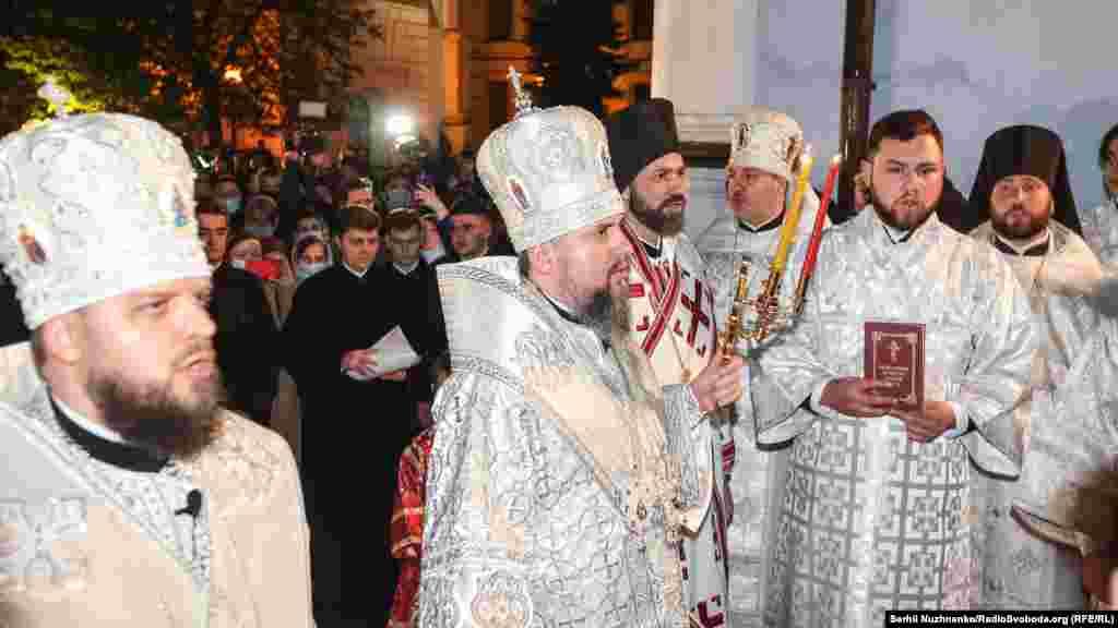 Предстоятель Православної церкви України Епіфаній адресував святкові привітання «кожному захиснику на фронті та кожному медику в лікарні» і, поміж іншого, побажав вірянам здоров'я