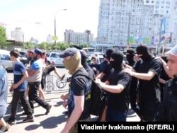 Правые радикалы пытались не допустить проведения марша