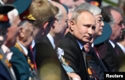 Президент России Владимир Путин во время парада Победы в Москве, 24 июня 2020 года.