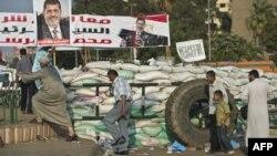 Барикади на місці сидячого страйку прихильників Мухаммада Мурсі в Каїрі, фото 4 серпня 2013 року