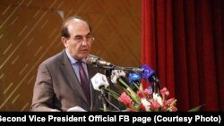 حمیدالله فاروقی رئیس پوهنتون کابل حین سخنرانی در یک نشست علمی در این پوهنتون