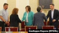 """Представителите на """"Има такъв народ"""" и БСП се срещнаха в парламента"""