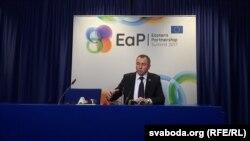 Владимир Макей общается с журналистами на саммите «Восточного партнерства»