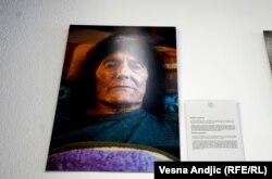 Brankica Arsenović je rođena 1937. godine u selu Dvorovi, u BiH. Imala je pet brakova pre nego što je ušla u proces tranzicije i promenila pol. Ima jednu ćerku i jednu unuku.