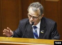 Депутат Мустафа Джемилев выступает в Верховной Раде Украины