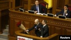 Потасовка во время выступления Арсения Яценюка