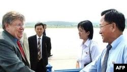 کره شمالی در سال ۲۰۰۲ ميلادی بازرسان آژانس را از آن کشور اخراج کرد و يک سال پس از آن اعلام کرد که به سلاح هسته ای دست يافته است.