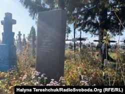 Могила комуніста Івана Андрєєва на сільському цвинтарі