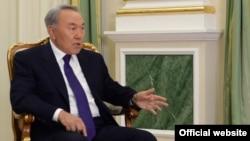 Президент Нұрсұлтан Назарбаевтың «Россия 24» телеарнасына сұқбат беріп отырған кезі. Астана, 26 мамыр 2015 жыл.
