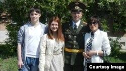 Владимир с Павлом, женой и дочкой