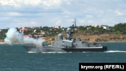 Российский Малый ракетный корабль во время показательного морского боя в Севастополе, 29 июня 2019 года