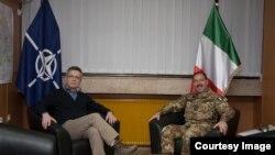 Kosovë - Ministri i Mbrojtjes i Gjermanisë, Thomas de Maiziere takon komandantin e KFOR-it Salvatore Farina, në Prishtinë, 11 dhjetor, 2013