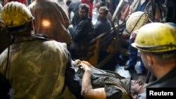 Повреден рудар од несреќата во рудникот за јаглен во Зеница.