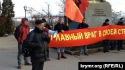 Архивное фото: Игорь Панюта (с рупором) на митинге в Севастополе