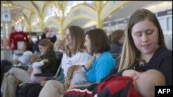 تحصن مادران شیرده در سی و پنج فرودگاه آمریکا