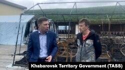 Сергей Фургал и директор сгоревшего лагеря Михаил Кузнецов