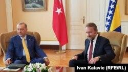 Recep Tayyip Erdogan (solda) və Bakir Izetbegovic