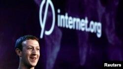مارک زاکربرگ در جریان اعلام اجرای پروژه اینترنت دات اورگ در هند که حدود هشت ماه پیش برگزار شد.