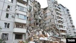Зруйнований будинок у Дніпропетровську після вибуху, фото 14 жовтня 2007 року